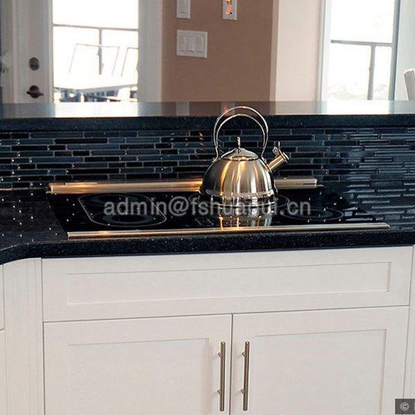 glass-mosaic-tile-black-white-countertop-with-backsplash
